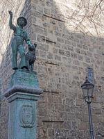 Denkmal Schachtbrunnen in der Altstadt von Quedlinburg