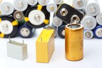 Kondensatoren und Batterien