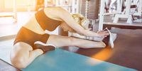 Frau beim Trainieren im Fitnesscenter als Header