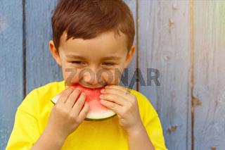 Sommer Wassermelone Kind kleiner Junge isst essen Textfreiraum Copyspace