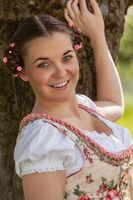 Bayerisches Mädchen im Frühling