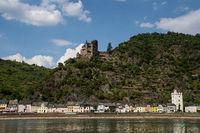 View to the german village St. Goarhausen with castle Katz