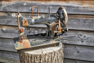 Alte Nähmaschine | Old sewing machine