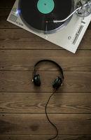 turntable & headphones