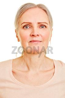 Gesicht einer älteren Frau frontal von vorne
