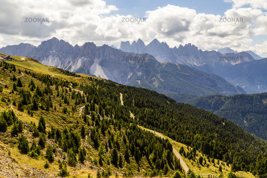 Landschaft mit Wanderweg in Südtirol, Italien, landscape with hiking trail in south tyrol, italy