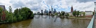 Frankfurt am Main Panorama Skyline im Sommer