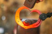 ein Herz aus Eisen schmieden