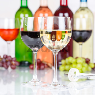Wein Weißwein im Glas Weintrauben Trauben Quadrat