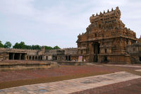 Rajarajan Tiruvasal and mandapas, Brihadisvara Temple complex, Tanjore, Tamil Nadu, India