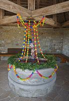 Osterdekoration im Brunnenhaus auf dem Dreifaltikeitsberg, Schwäbische Alb