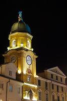 Stadtturm von Rijeka, Kroatien, bei Nacht