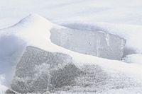 mit Schnee zugedeckt Eisplatten