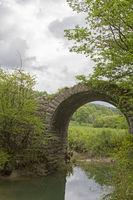 Waghalsige Brückenkonstruktion