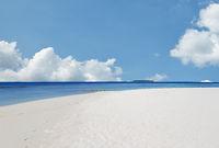 Weißer Sand und Türkises Wasser am Indischen Ozean Strand auf den Malediven