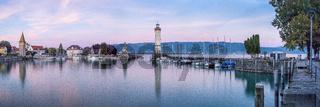 Lindauer Hafeneinfahrt   Leuchtturm