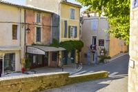 Bunte Häuser des Dorfes Bonnieux