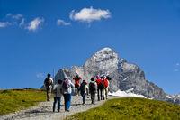 Wanderer im Wandergebiet Grindelwald First