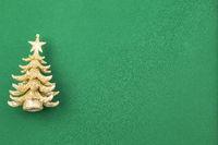 Goldener Weihnachtsbaum grüner Hintergrund