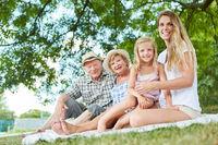 Erweiterte Familie macht einen Ausflug