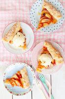 Peach pie mit Eiscreme