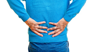 Alter Mann mit Rückenschmerzen