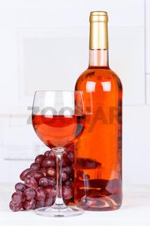 Rose Wein Rosewein Weintrauben Trauben Hochformat Textfreiraum Copyspace