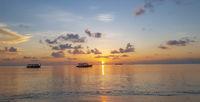 Sonnenuntergang am Strand von den Malediven