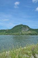D--NRW-_Mittelrheintal--Drachenfels und Drachenburg.jpg