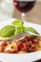 italienische Tagliatella Nudeln mit Tomatensauce