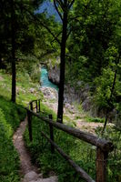 Slowenien, Wanderweg am Fluss Soča im Nationalpark Triglav