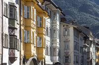 Typische Häuserfassaden in Bozen, Südtirol, Italien