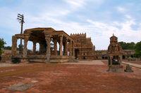 Nandi mandapa and Rajarajan Tiruvasal behind it, Brihadisvara Temple, Tanjore, Tamil Nadu