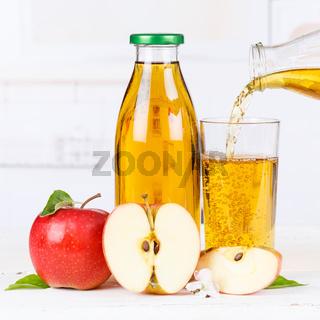Apfelsaft einschenken eingießen eingiessen Apfel Saft Flasche Äpfel Fruchtsaft Quadrat