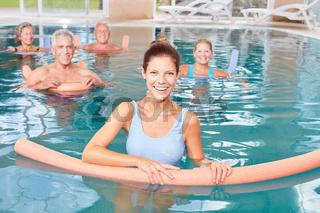 Aquafitness als Reha mit Senioren im Pool