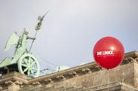 Ballon vor Brandenburger Tor