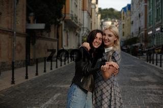 Lesbian couple walking in the city