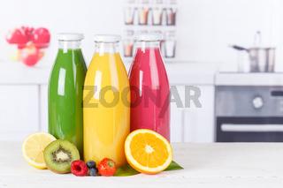 Saft Smoothie Smoothies Flasche Küche Textfreiraum Copyspace Orangensaft Fruchtsaft Frucht Früchte