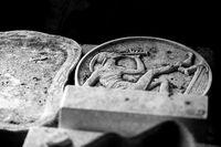 Rohlinge und Formen in einer Keramikfabrik