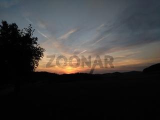 Abendrot in freier ländlicher Landschaft