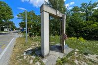 Wegweiser auf dem Radweg Iron Curtain Trail zwischen Ungarn und Österreich nahe dem Grenzübergang bei Sopronköhida