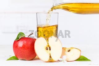 Apfelsaft einschenken eingießen eingiessen Apfel Saft Äpfel Fruchtsaft Textfreiraum
