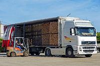 Transport von Korkrinden-Stapeln