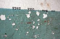 alte Wand mit Zahlen