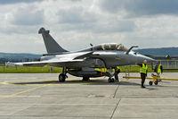 Wartungsarbeitem am Mehrzweckkampfflugzeug Dassault Rafale B 4-FU SPA 81 der französischen Luftwaffe