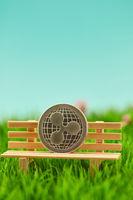 Ripple Münze auf Bank vor Himmel Hintergrund