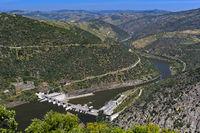 Laufwasserkraftwerk Valeira mit Schleuse am Douro Fluss, Douro Tal, Portugal