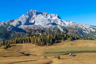 Blick über die Plaetzwiese auf die Hohe Gaisl, Dolomiten, Suedtirol