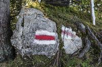 Weiss-rot-weiss steht für Bergwanderweg, Wirzweli, Nidwalden, Schweiz, Europa