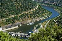 Laufwasserkraftwerk Valeira mit Schleuse am Douro Fluss,Douro Tal, Portugal